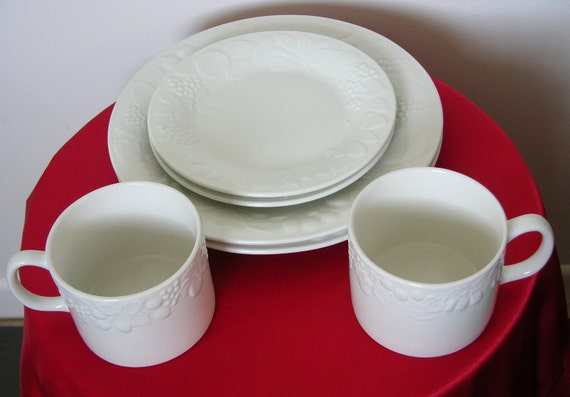Vintage Retro White Gibson Dinnerware Set Fruit Pattern