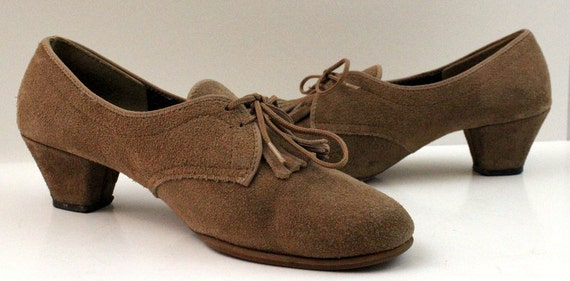Vintage Womens Tan Suede Outdorables Lace Up Loafers by Daniel Green Made in USA