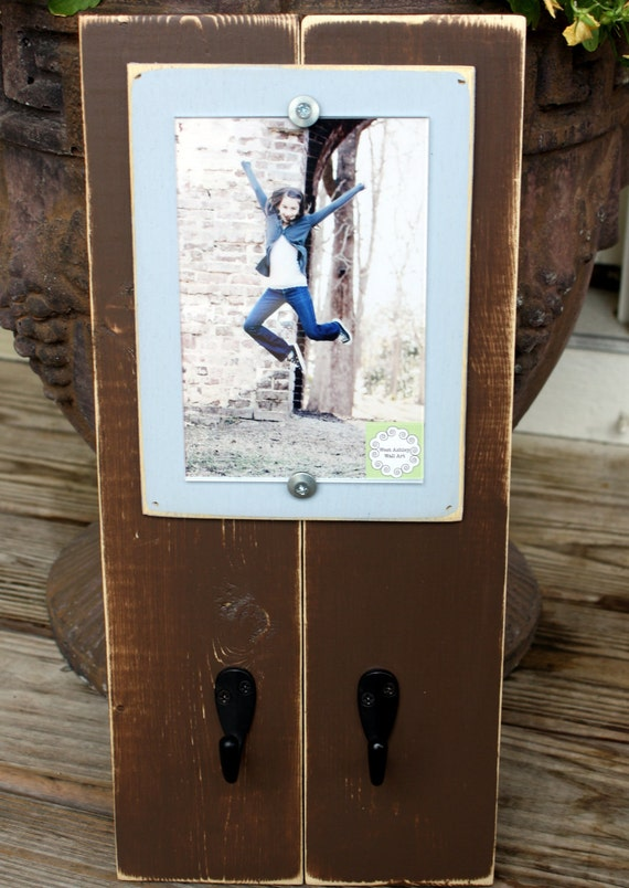 Brown & Blue 4 x 6 Distressed Wood Frame with Key Hooks