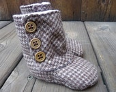 The Button Boot - 0-3 month baby boot in brown houndstooth