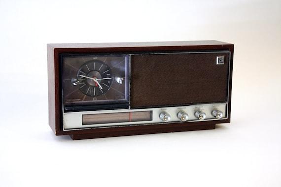 Vintage Alarm Clock Radio By Realistic Am Fm Wood By