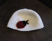 Crochet baby hat - white with ladybug