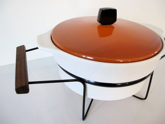 Mid Century Atomic Casserole with Warming Stand