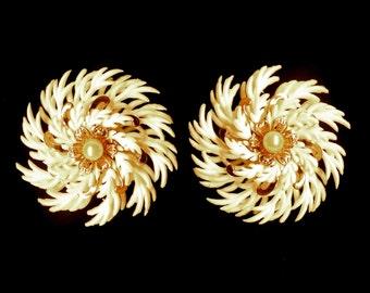 Earrings Pinwheel White & Gold Pearl Center