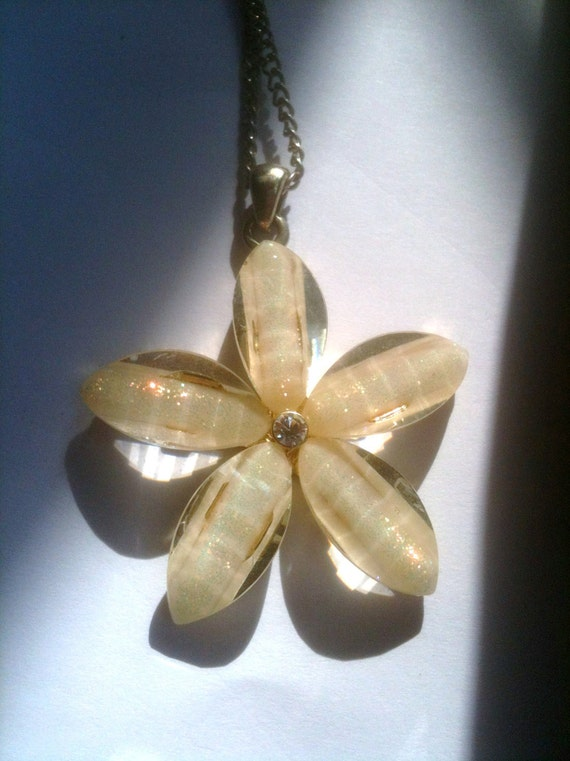 Flower Pendant and Pierced Earrings Lucite 1980s Vintage Jewelry