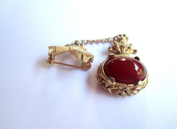 SOLD Carnelian Glass Fob Bow Brooch 1950s Vintage Jewelry