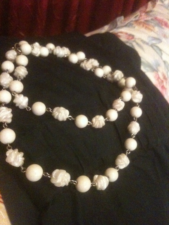 Sarah Coventry White Bead Necklace 1960s Vintage Jewelry