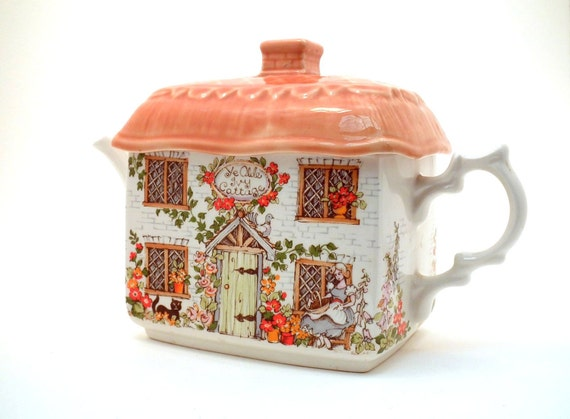 Vintage Teapot  Cottage Sadler English China