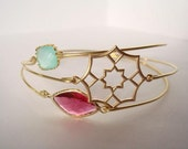 Delicate gold bangle - Middle east style