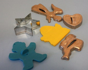Vintage Lot of 6 Cookies Cutters, Metal and Plastic, 4 Metal and 2 Plastic