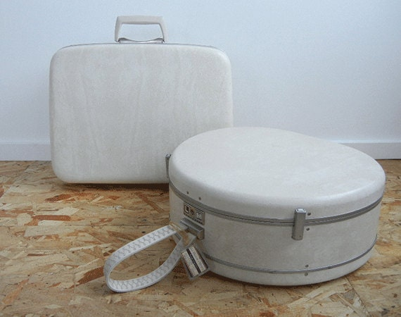 Vintage Samsonite Luggage Set / Two Piece White Silhouette Overnight and Round Case with Keys