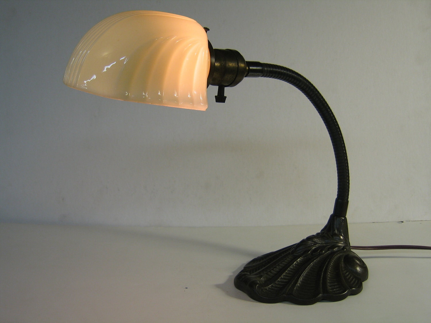 Vintage Shell Design Iron Gooseneck Desk Lamp With Vintage