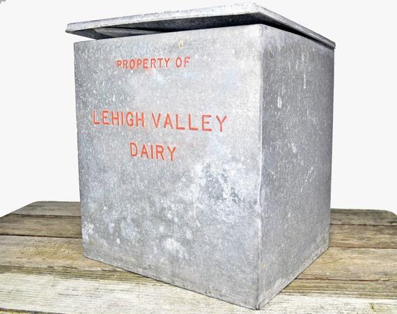 vintage antique lehigh valley dairy galvanized metal milk. Black Bedroom Furniture Sets. Home Design Ideas