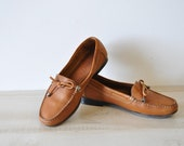 Comfy soft leather loafers--bow tassel loafers--vintage 80s