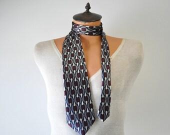 vintage 1980s skinny necktie....gray, black, cranberry geometric print