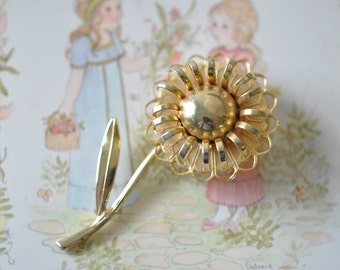1960s vintage gold flower brooch - pin jewelry