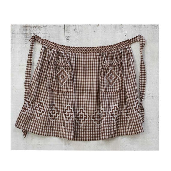 Cute Vintage Brown and White Apron with 2 Pockets