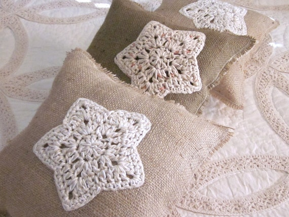 Burlap holiday pillows, hand crocheted snowflakes, christmas, burlap, snowflakes, stars,burlapshabby chic, farmhouse decor
