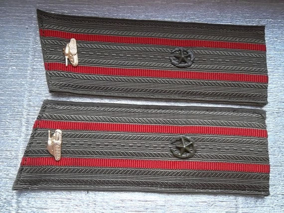 military soviet tankman tanker epaulets straps with tank signs - 100 % original