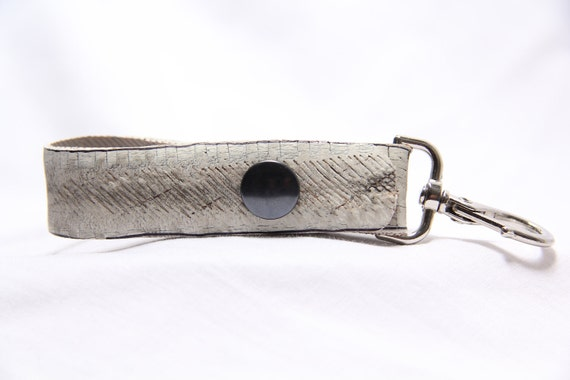 """Handmade recycled upcycled inner tube tire tyre keychain by Tirebelt.com """" No Logo """" Fall collection 2011"""