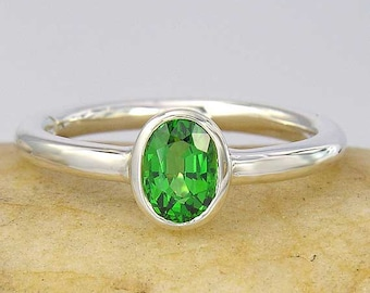 14K White or yellow Gold 1ct Tsavorite Green Garnet Solitaire Ring, In your ring size