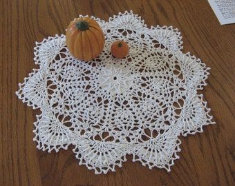 Round white doily No. 3