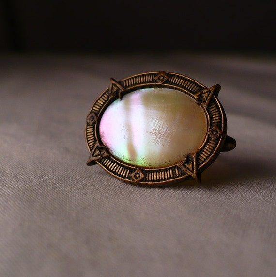 Victorian Mother of Pearl Pin Brooch Antique C-clasp