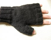 black fingerless gloves for men knitted with yarn 100% wool - aleatorioazaroso