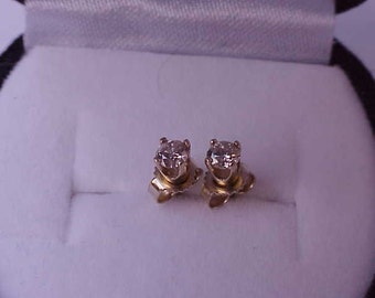 Estate .25ct VSG Diamond 14k YG Earrings Studs , Circa 1950s