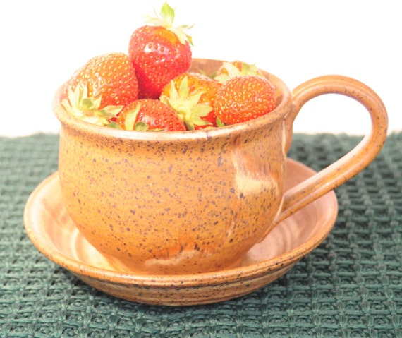 Stoneware Pottery Berry Colander. Glaze in in red gold. Is Great for straining tuna fish and hamburger as well. Dishwasher safe.