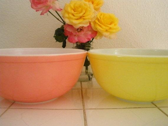Pastel Pyrex Mixing Bowls