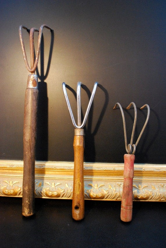 Vintage gardening hand tools claw rake cultivator for Gardening tools vintage