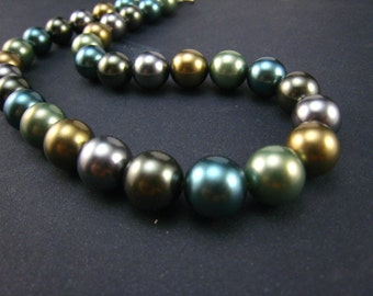 Multi color shell pearl necklace