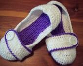 Womens Slippers size 5 flat slip on