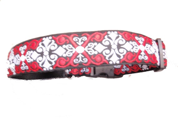 XL Collar Red and White Scroll on a Black Background