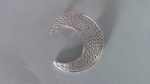 Sarah Coventry Vintage Crescent Moon 1960s Silvertone Brooch