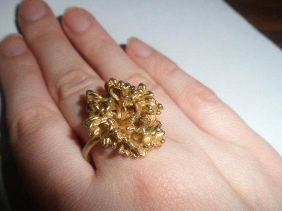 Large Vintage Fashion Goldtone Cluster Flower Ring Size 6
