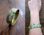 Vintage 70s etched brass bangle / bracelet hand painted floral design with clasp