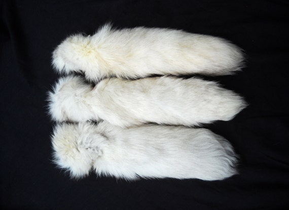 "17""-20"" White ""Blue"" Fox Tail Real Furry Fur Keychain Key Ring Ornament for Purse, Anime Costume, Etc"