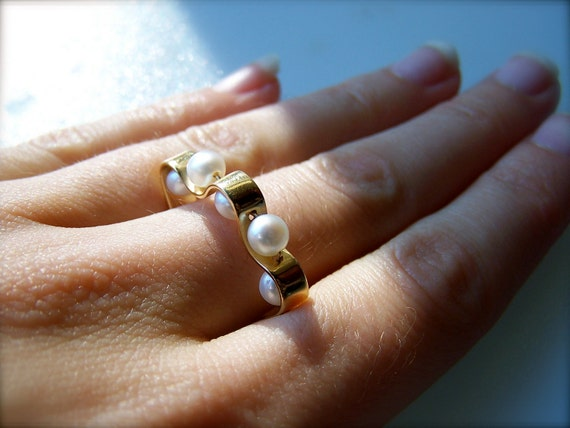 Cultured Akoya and 14k Yellow Gold Ring - R380