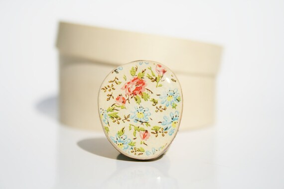 Vintage Floral Statement Ring. mom gift Flower Statement Ring. Wood Statement Ring.