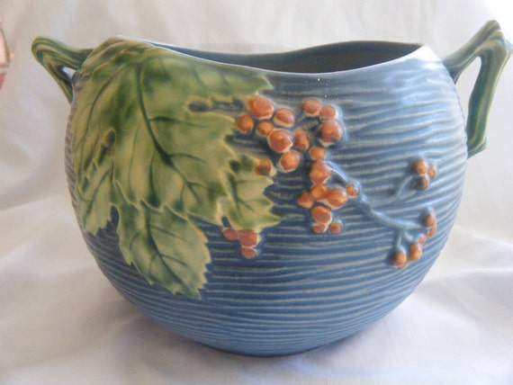 Roseville Jardiniere Blue Bushberry