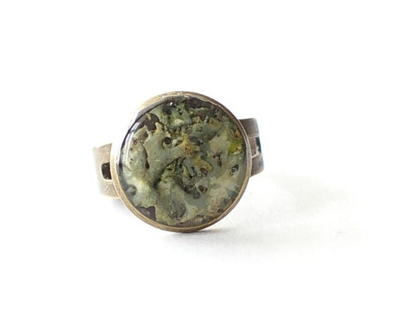 Real Lichen ring - green handmade resin jewelry - Hypogymnia physodes