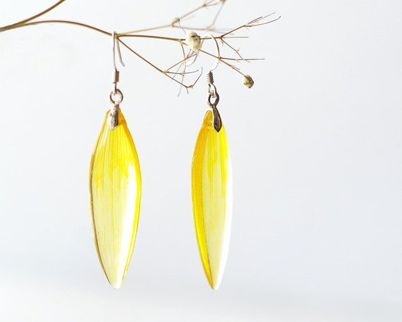 Real Sunflower Petals Earrings - sunny yellow handmade resin jewelry - Helianthus annuus