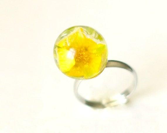 Globe Resin Ring real flower - Yellow ball ring handmade jewelry - Salvia splendens