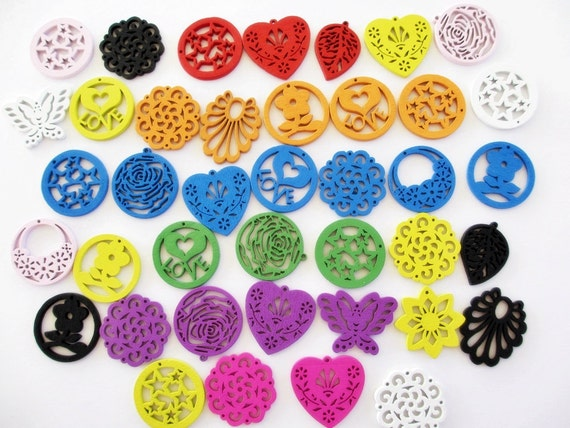 Wood Charms Assorted Colors 20 STR254