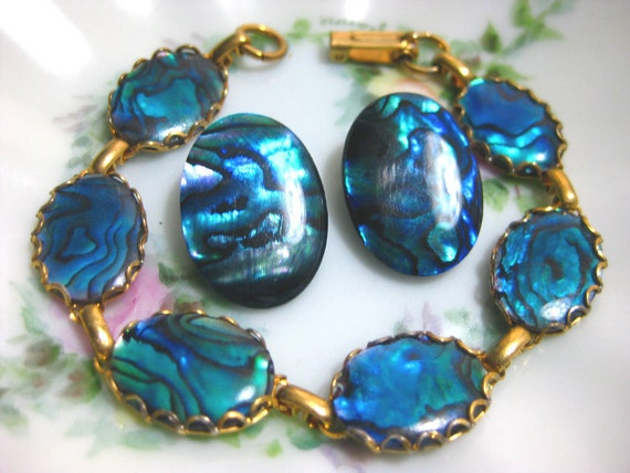 Gorgeous Abalone and Gold Tone Jewelry Bracelet with Matching Clip On Earrings