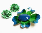 1960s brooch and earrings enamel kelly green royal blue flower floral goldtone clip ons pin set lot