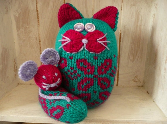 Knitted cat and mouse green and pink