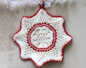 Vintage snowflake pattern red and white potholder / crocheted potholder from the 1940s / both sides crocheted separately